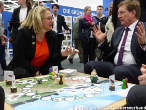 Bundesumweltministerin Schulze im Gespräch mit Präsident Hartelt